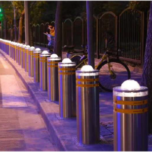 RETRACTABLE HYDRAULIC BOLLARDS